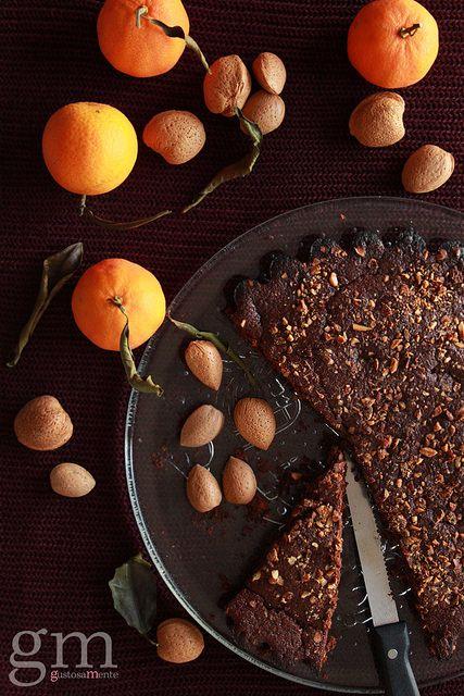Torta al cacao, mandorle e agrumi - http://gustosamente.blogspot.it/2014/12/torta-al-cacao-mandorle-e-agrumi.html #cake #citrus #cocoa #almonds