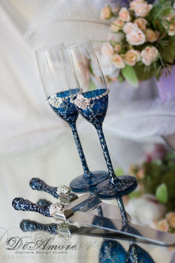 Navy & Silver Design Wedding champagne glasses from the collection LACE  These unusual glasses are perfect for the wedding of classical, black & white