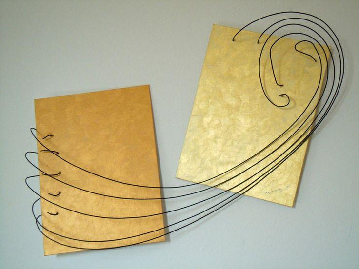 Wire sculpture by Demetrio Rizzo: L'allontanamento - 2011 - wire and canvas - Size: 80x60x20cm