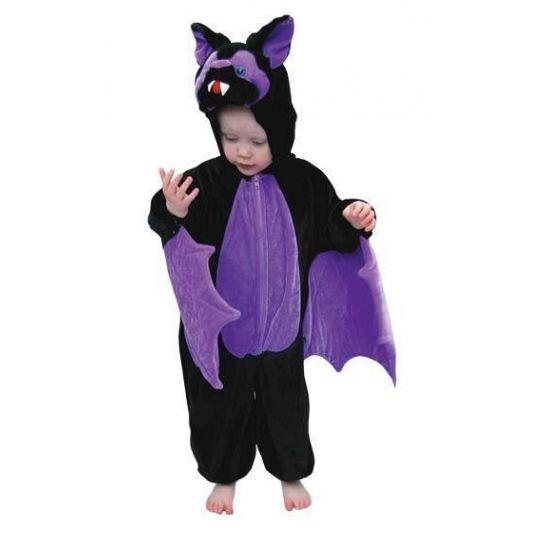 Mooi pluche vleermuizen kostuum voor kinderen bestaande uit de kleuren zwart met paars. Onder de armen zijn vleermuis vleugels en aan de voorzijde zit een ritssluiting. De capuchon heeft de vorm van een vleermuizen hoofd.