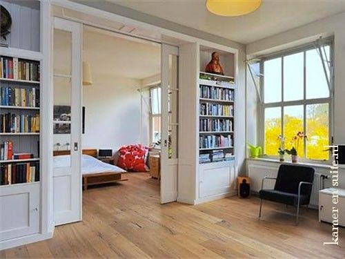 Kamer en suite als slaapkamer scheiding in een studio