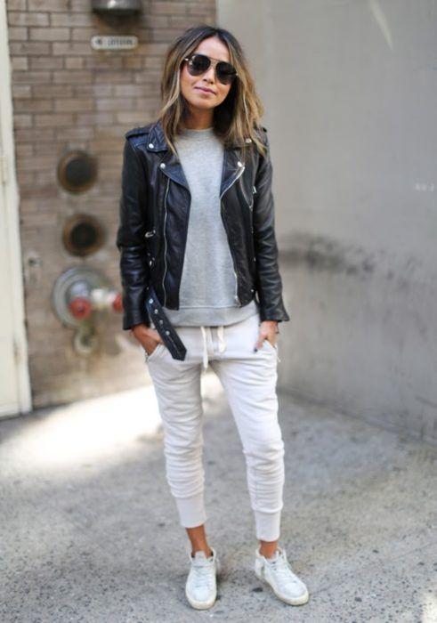 Looks cómodos jogger pants chaqueta de piel jacket tenis blancos sudadera gris lentes de aviador negros