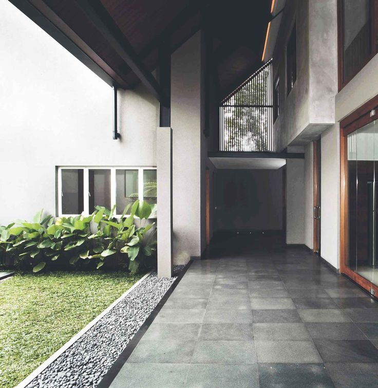 Project : Katjapiring House Image 8 Location : Bandung, Indonesia Site Area : 670 m2 Building Area : 550 m2 Design Phase : 2009 Construction Phase : 2009 - 2011 #architectindonesia #architecture #archdaily