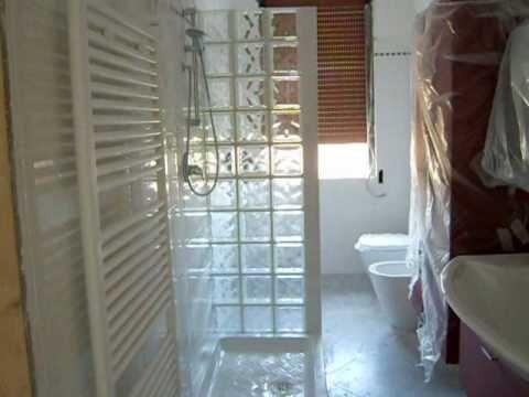 17 migliori idee su bagni con doccia su pinterest - Piastrelle vetrocemento ...