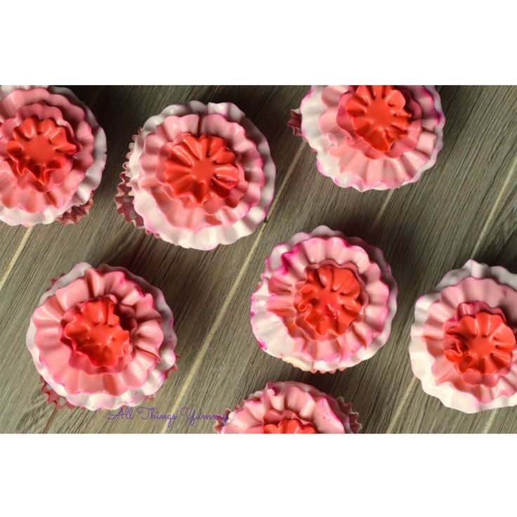 Floral Cupcake Decor - Monday's can also be happy days if you are looking at a bunch of floral cupcakes!! #dessert #desserts #cake #sweet #sweettooth #dessertgram #foodgram #getwhipped #foodtalkindia #delhifoodie #sodelhi #instadelhi #instadelicious #sodelicious #cakestagram #cakes #deliciousness #cakesofinstagram #lovecake #f4f #tobleronecake #cheesecake #floral #chocolate #buttercream #cakeart #atyummy #cupcakes