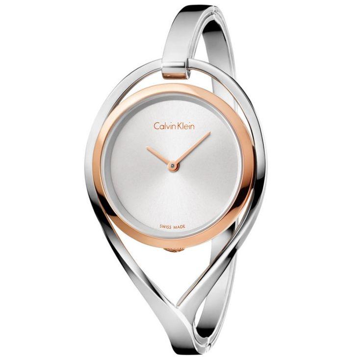 Porque los relojes a veces son más que un reloj, son joyas y complementos que marcan la diferencia de tus estilismos. Prueba de ello son los relojes en forma de brazalete de Calvin Klein, relojes finos y elegantes que sientan muy bien, el regalo ideal para el #DíaDeLaMadre Disponible con descuento del 10% en http://www.todo-relojes.com/detalle.asp?codigo=30033 (252€) #relojbrazalete #relojeselegantes #relojesCalvinKlein