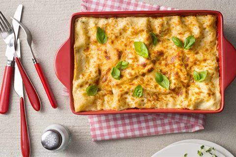Wypróbuj przepis Karola Okrasy na szybkie lasagne. Recepturę na włoskie danie z polskim akcentem znajdziesz w Kuchni Lidla!