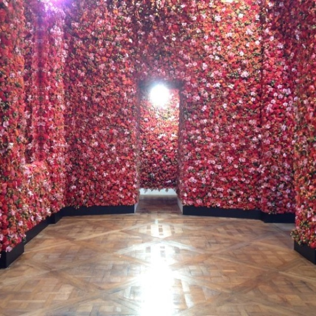 Flower wall Dior debut Raf Simons