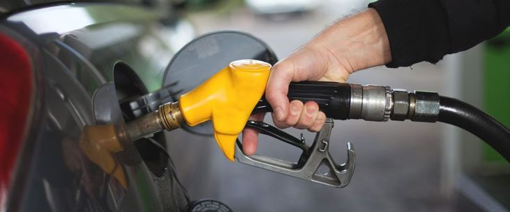 At the beginning of the New Year 2018, the government has hiked up the fuel prices on Sunday, rising the petrol price from Rs 77.47 to Rs 81.53 per liter. The price of high speed diesel has also been greater than before from Rs 85.95 per liter to 89.91 per liter. Light speed diesel is now obtainable at Rs 58.37 per liter from Rs 52.12 per liter.