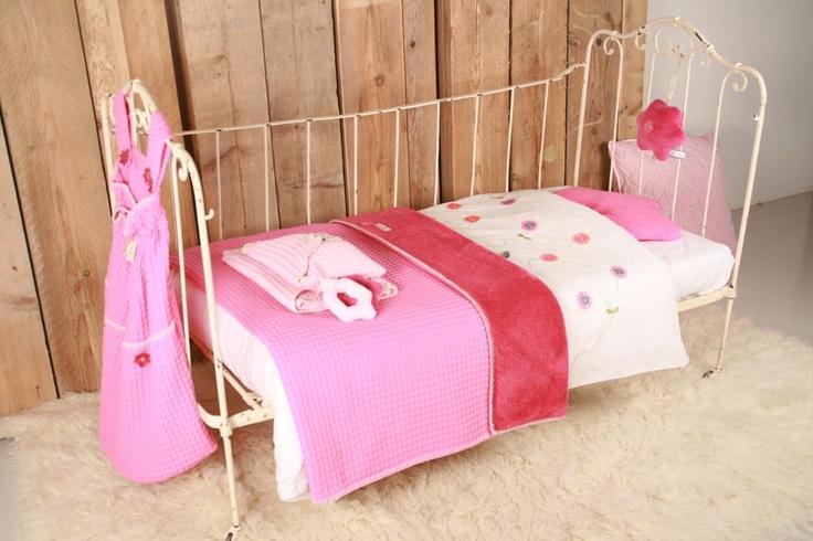 Geweldige dekens van Koeka in het bekende wafelkatoen met heerlijke warme teddy www.jutenjuul.nl