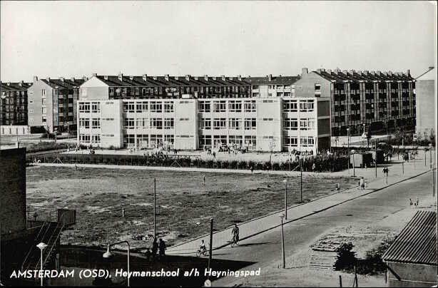 1957 ca Schoolgebouw aan de Notweg. Destijds de Heymansschool, tegenwoordig de Lucasschool.