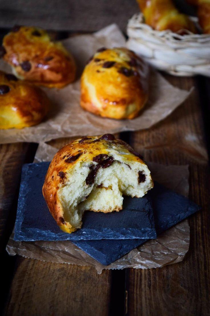 Weiche perfekte Brioche Schokobrötchen wie vom Bäcker nur besser einfach selber machen. Softer Brioche Teig mit kleinen Schokostücken,Unbedingt ausprobieren