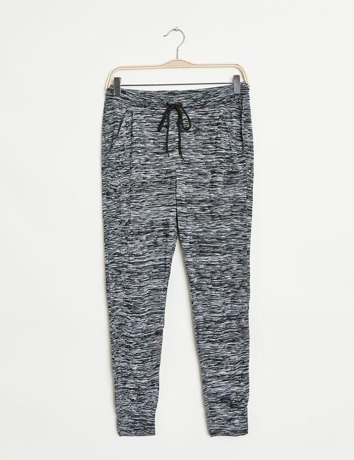 les 25 meilleures id es concernant tenue pantalon de jogging sur pinterest pantalons de. Black Bedroom Furniture Sets. Home Design Ideas