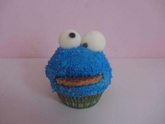 How to do cookie monster cupcakes - Plazilla.com