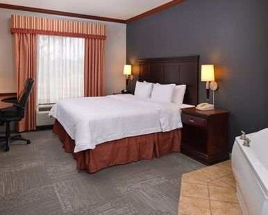 Hampton Inn & Suites Greenville Hotel, TX - King Room with Whirlpool
