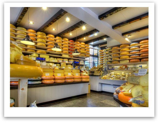 't Kaaswinkeltje Gouda: De lekkerste Goudse boerenkaas ~ The tastiest farmer's cheese from Gouda ~ Die köstlichste Bauernkäse von Gouda ~ Le meilleur fromage fermier des Gouda ~ El mejor queso de granja de Gouda ~ Il miglior fromaggio della tradizione locale di Gouda.