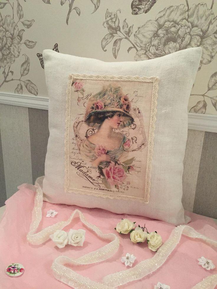 Coussin 38x38 fait-main lin ancien écru portrait femme fleurs roses dentelle beige Shabby Chic de la boutique Monautrefois sur Etsy