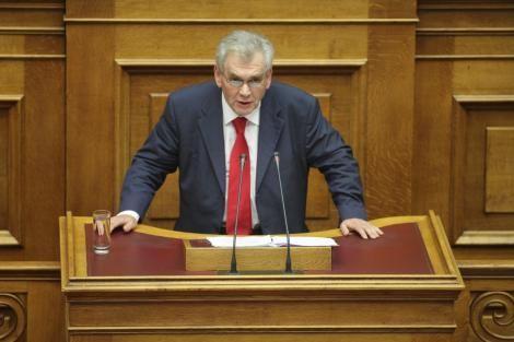 Με μία απίστευτη δήλωση καλωσόρισε τον νεο Υπουργό Δικαιοσύνης κ. Κοντονή ο Αναπληρωτής Υπουργός Δημήτρης Παπαγγελόπουλος. Υποδεχόμενος λοιπόν στο Υπουργείο τον Σταύρο Κοντονή, δεσμεύτηκε ότι θα κ…