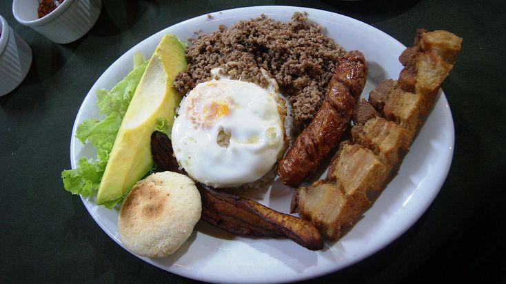 Bandeja paisa, platillo típico de Colombia.