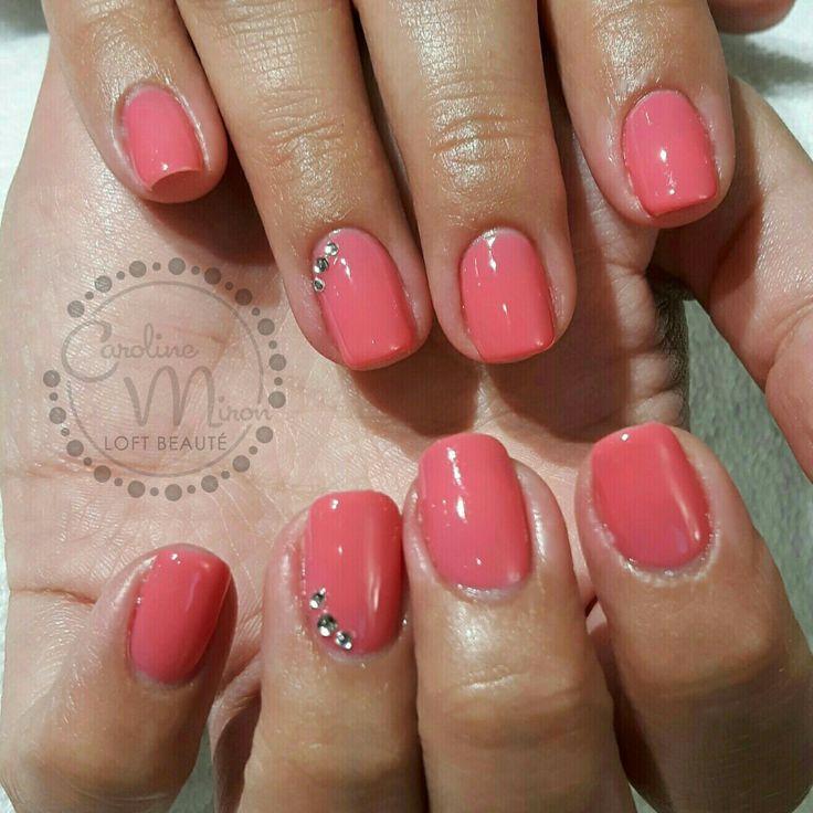 Recouvrement Bio Sculpture Gel sur ongles naturels. Http://www.carolinemironloftbeaute.com #biogel #bionails #biosculpture #cmlb #biosculpturegel #nails #nailart #nailtech #nailitmag #nailstagram #nailmagazine #nailpromagazine #carolinemironloftbeaute #montreal #ongles #lightelegance #gelous #gewhol #silkline #shellac #diamond #allprettynails #stilleto #opi #blingbling #bluenails #designednails