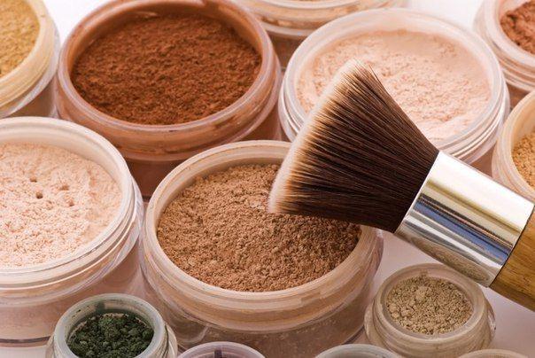 ЧТО ТАКОЕ МИНЕРАЛЬНАЯ ПУДРА, ЕЕ ПРЕИМУЩЕСТВА    Минеральная пудра – это косметический продукт для декоративного макияжа. Она отличается рассыпчатой консистенцией, и в её состав входят только минеральные компоненты, которые обладают антисептическими и бактерицидными свойствами. Настоящая минеральная пудра исключает наличие консервантов, в ней не должен присутствовать тальк, отдушки, парабен, воск, фтолаты и масла. Хорошая пудра на минеральной основе также не содержит красителей, ведь при…