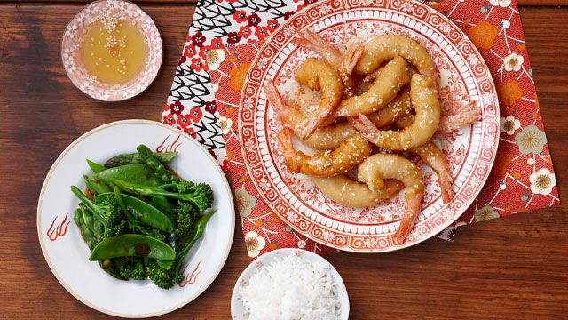 A delicious Honey sesame prawns recipe brought to you by ninemsn.