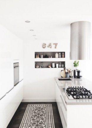 Un tapis de cuisine en trompe l'oeil avec des carreaux ciment