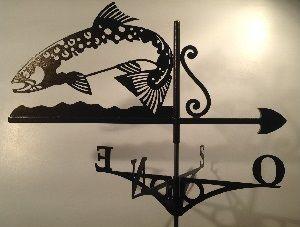 Une très belle girouette avec un motif très original: Une très belle truite fario.
