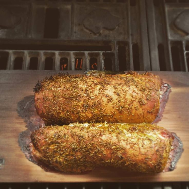 Schweinefilet vom Zedernholzbrett mit Curry // Smoked pork tenderloin with curry #pork #zedernholz #räuchern #bbq #bbqporn #bbqtime #grillen #grill #grillson #pellets #pelletgrill #curry #foodie #foodlover #foodinspo #yummy