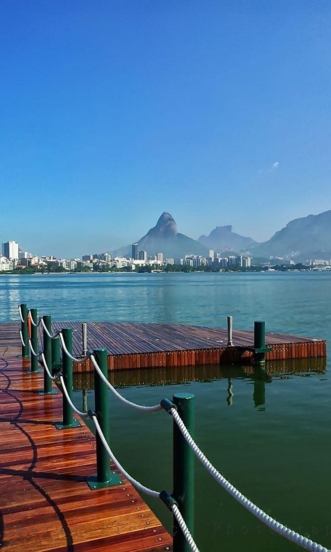 Lagoa Rodrigo de Freitas, na zona sul da cidade do Rio de Janeiro, Brasil.