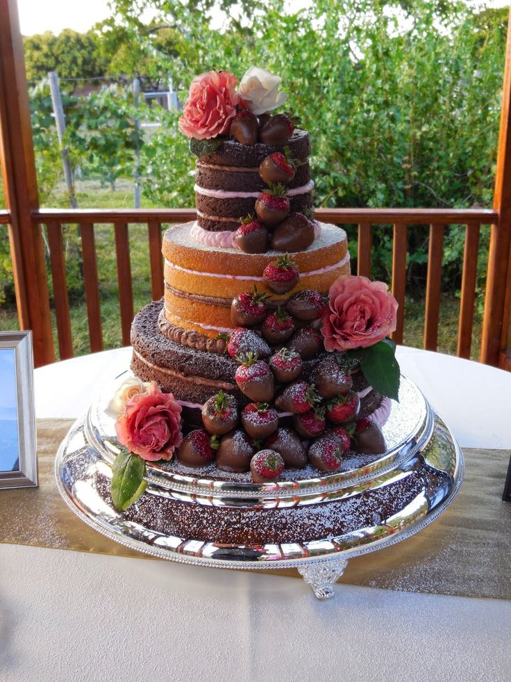 how to make chocolate fudge wedding cake 55 best images about wedding cakes strawberries on 15922