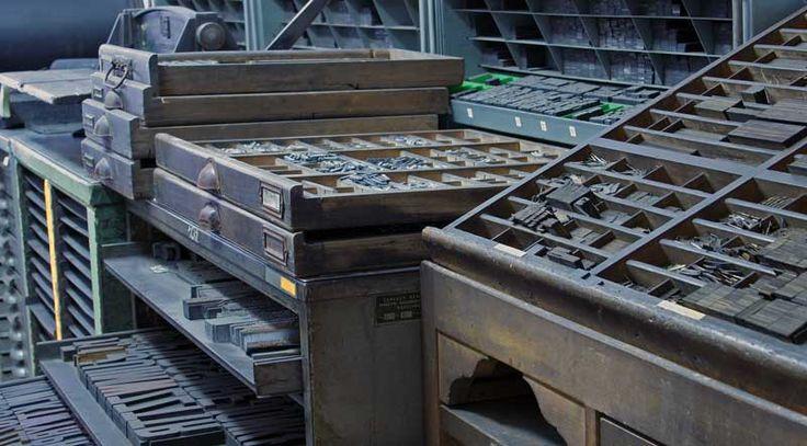 Tygiel, zszywarka, maszyna do pełnoformatowego druku płaskiego (Niemcy) sprzed I wojny światowej. Wystawa stała: W drukarni Jana Eichhorna.