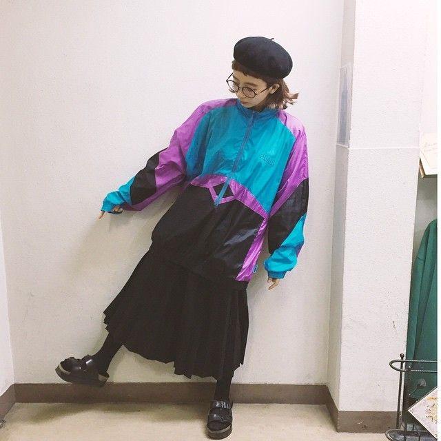 sportyなのも可愛いですね! パーカータイプは着こなし抜群アイテム! トレーナータイプもございまして、色合いが鮮やかで、デザインが1つ1つ違います💛 サイズもゆったりめなので、男女ともに着ていただける優れものです❣️ #lucent#スポーツMIX#古着屋#古着女子 #古着男子#お洒落さんと繋がりたい#古着コーデ #