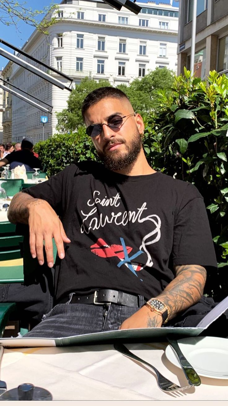 Tumblings of a Diva - Maluma ( on IG) Maluma Haircut, Maluma Style, Maluma Pretty Boy, Latino Men, Perfect Boy, Fine Men, Beard Styles, Haircuts For Men, Man Crush
