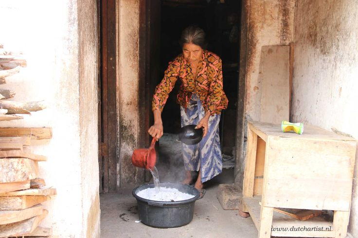Old Balinese woman mke cocunut oil