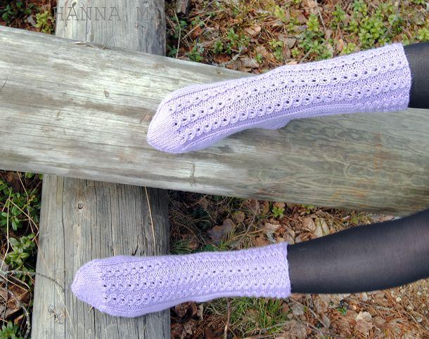 Pitsisukat neulonta. Lacesocks knitting. Lanka/Yarn Novita 7 veljestä. Ohje/Pattern Novita.