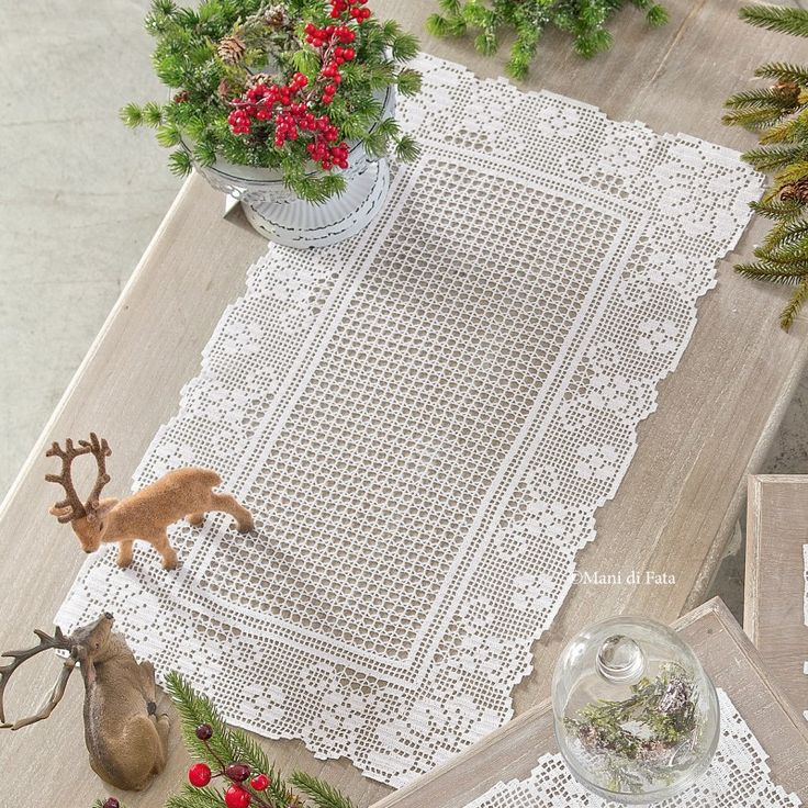 Cordonetto cotton to realize the crochet filet rectangular doily