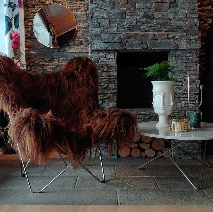 No matter the autumn weather, the long hair sheepskin armchair makes any house a cozy home. Indulge in comfort and fill your home with nature's luxuries. Butterfly chairs sold at InteriørDesign Molde in Norway.