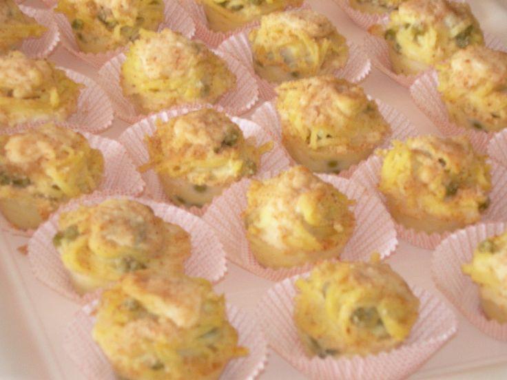 Questa è la versione finger food della crostata di tagliolini che spesso preparo e che riscuote un gran successo. La versione mini, f...