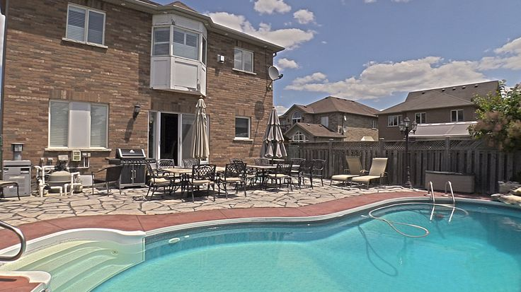 Relaxed backyard in Meadowvale Village of Mississauga
