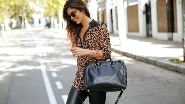 trendy_taste-look-outfit-street_style-ootd-blog-blogger-fashion_spain-moda_españa-leo_print-leopardo-converse-all_star-michael_kors-leggings-clubmaster-5