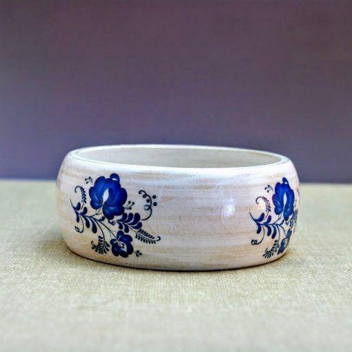 Drevený náramok – Modranský motív bielo-modrý