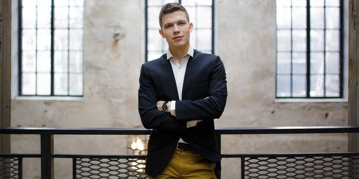 Рабочие места: Виталий Крюков, основатель школы танцев YouDance - http://lifehacker.ru/2016/06/14/vitalij-kryukov-youdance/