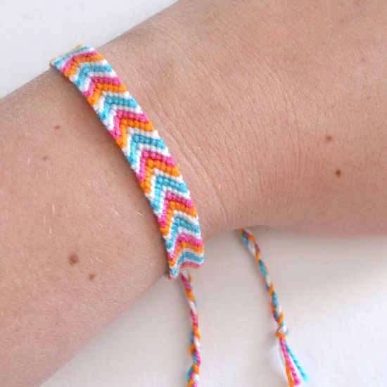 Technique to Make Chevron Friendship Bracelet - Dream a Little Bigger