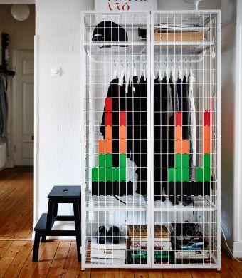 IKEA PS 2014 armoires avec éléments en plastique disposés en motifs géométriques à l'extérieur