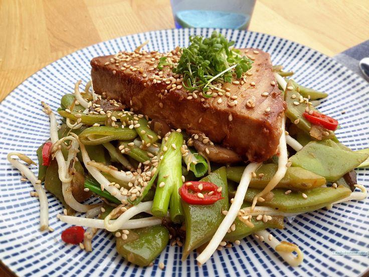 Samen met een mooi gegrild stukje tonijn (witvis of kip kan ook) vormt deze snijbonen schotel een voortreffelijke koolhydraatarme maaltijd!