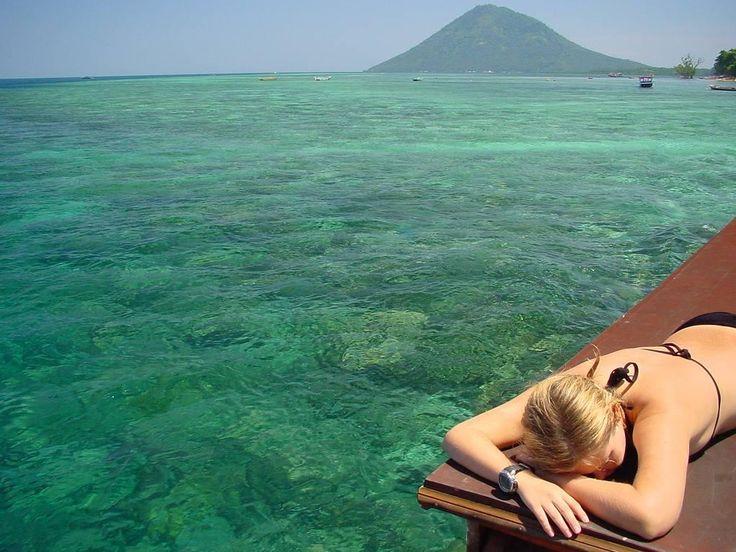 Relax on boat tour in Bunaken Island