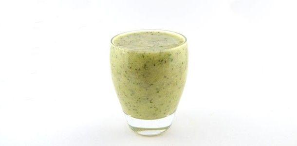 De courgette avocado ananas smoothie is weer zo'n heerlijk groene smoothie. Lekker zoet en toch een flinke shot groente. Een glas vol vitamines en mineralen.