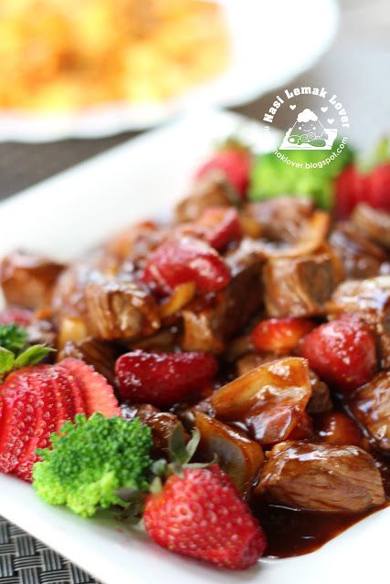 Stir Fried Black Pepper Beef with Strawberry