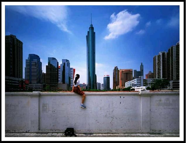 Weng Fen - Sitting on the Wall - Shenzhen(1), 2002, 58 x 74 cm, 2/12 @http://www.chinese-photography.net/wengfen.php